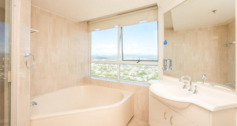 2nd Ave Beachside Apartments Bathroom Spa Bath
