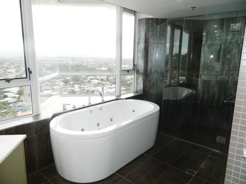 2nd Ave Beachside Apartments Bathroom Bath